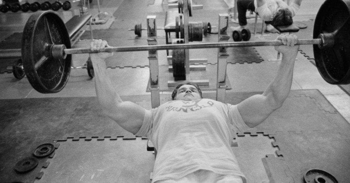 Arnold Schwarzenegger bench press