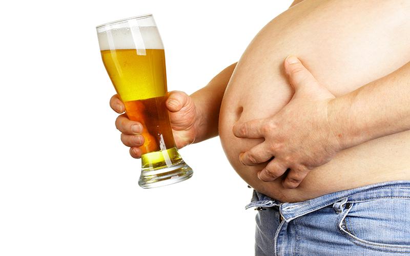 Fat man drinking beer