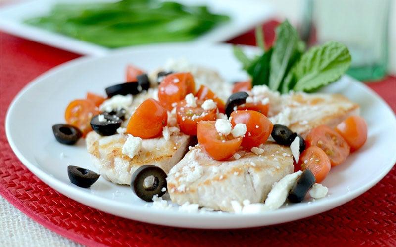 Low-Carb Grilled Greek Turkey Cutlets & Fresh Green Beans Recipe