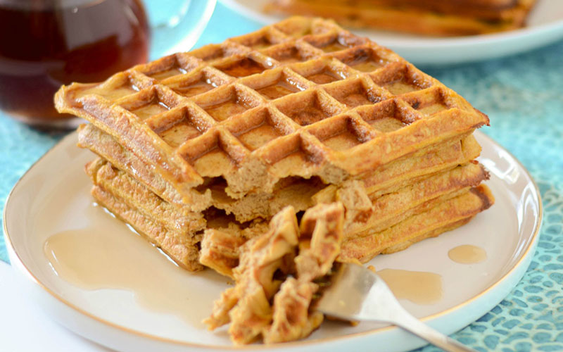 Hearty Pumpkin Spice Protein Waffles Recipe | Healthy ...