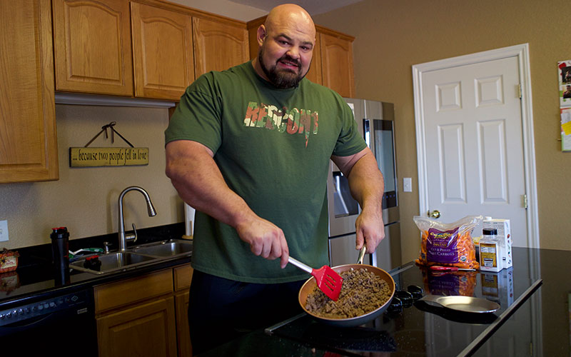 What Brian Shaw Eats for Lunch: Cooking Bison w/ 4x World ...