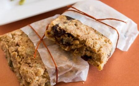 Berry-Nutty Breakfast Oat Bars