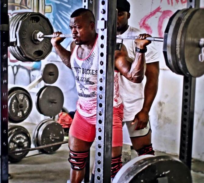 Mike Rashid squatting