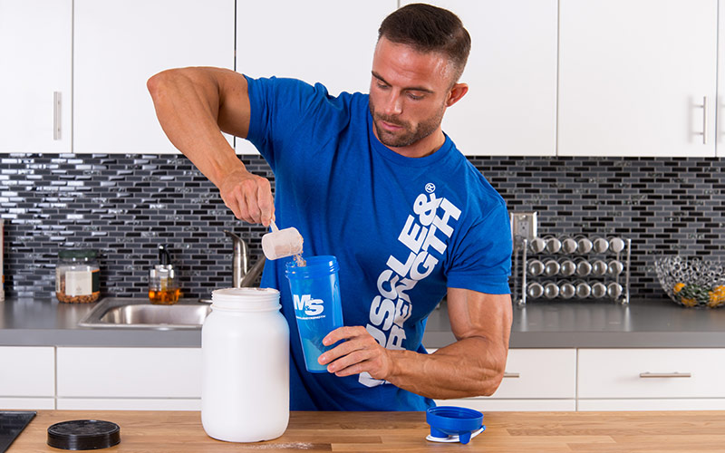 Creatine Monohydrate Expert Guide - mixing whey