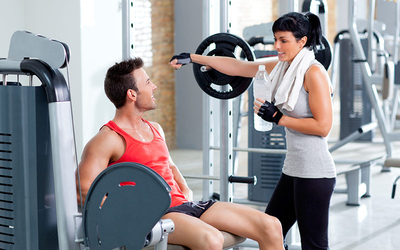 10 Lifting Mistakes: Chatting Too Much Between Sets