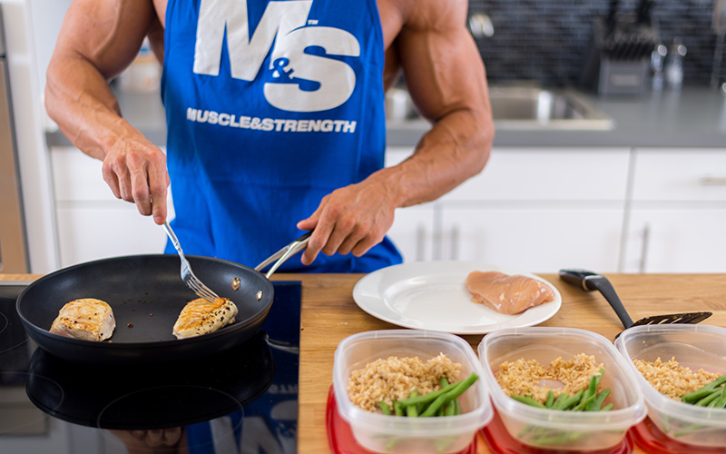https://cdn.muscleandstrength.com/sites/default/files/images/articles/meal-prep-ultimate-guide-prepping.jpg