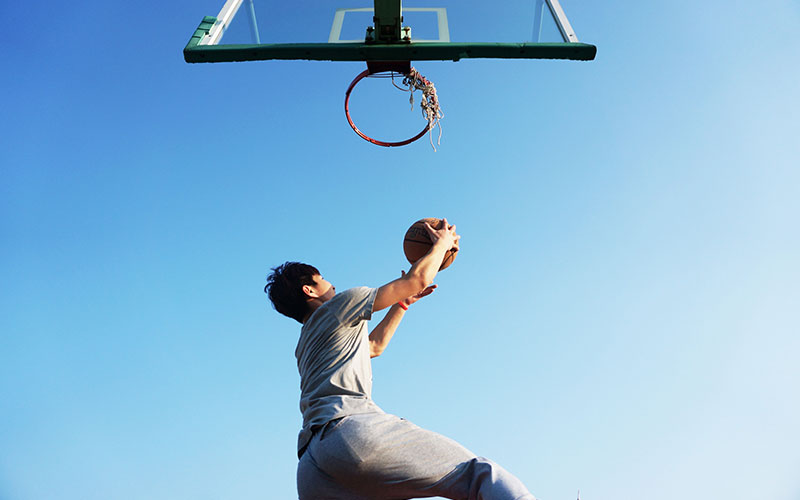 Player with explosiveness dunking