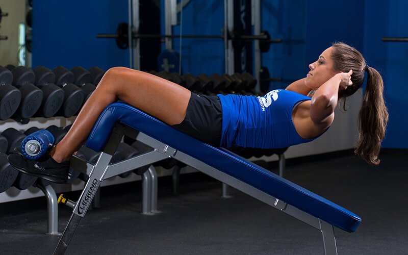 M&S Female athlete performing decline situps to get shredded