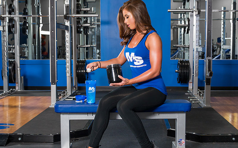 Womens athlete fueling her fat loss efforts with supplements