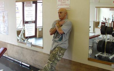 One Leg Bodyweight Wall Squat