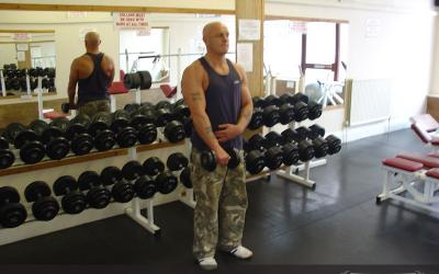 Standing One Arm Dumbbell Reverse Curl