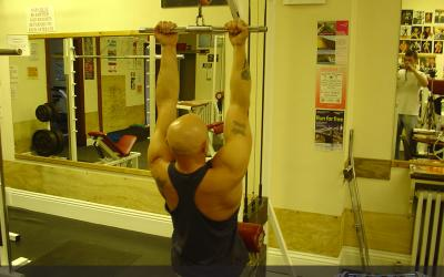 Underhand Close Grip Lat Pull Down