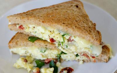 Sundried Tomato & Herb Scrambled Egg Grilled Cheese Recipe