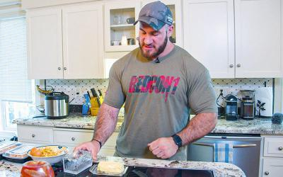 What Pro Bodybuilders Eat for Breakfast w/ Antoine Vaillant