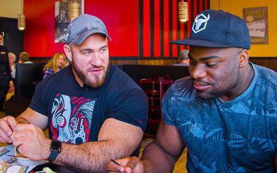 [Video] What Bodybuilders Eat at Restaurants w/ Antoine Vaillant