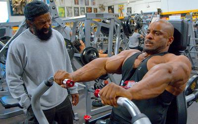 [Video] Chest Workout: Charles Glass Trains Errol Moore at The Mecca