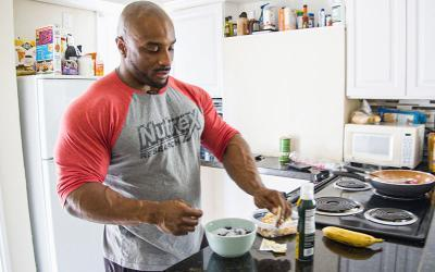 [Video] What Pro Bodybuilders Eat for Breakfast w/ Errol Moore