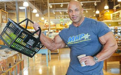 [Video] Grocery Shopping On The Road w/ Victor Martinez
