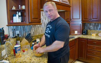 [Video] What Pro Bodybuilders Eat for Dinner w/ John Meadows