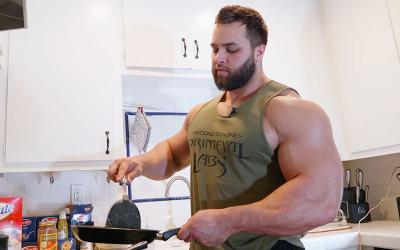 [Video] What Bodybuilders Eat for Lunch w/ Regan Grimes