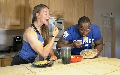 What Pro Bodybuilders Eat for Breakfast | The Fit Couple Edition