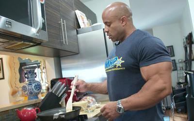 What Bodybuilders Eat for Breakfast w/ Victor Martinez