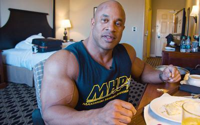 What Pro Bodybuilders Order for Room Service w/ Victor Martinez