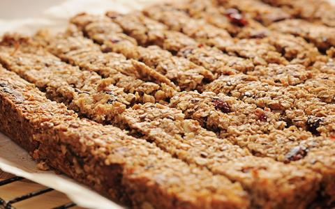 Whey, Honey And Peanut Butter Protein Bar Recipe