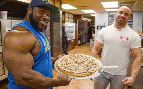 [Video] What Pro Bodybuilders Eat at Restaurants w/ Akim Williams