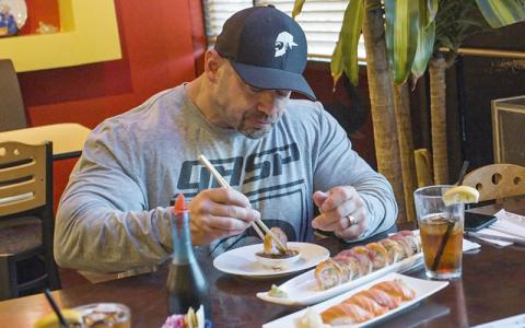 What Pro Bodybuilders Eat at Restaurants w/ Branch Warren