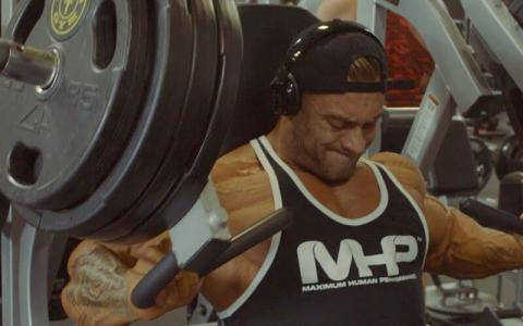 Chris Bumstead's Classic Bodybuilding Chest Workout At The Mecca