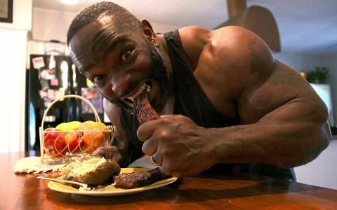 [Video] What Bodybuilders Eat for Dinner w/ Johnnie O Jackson
