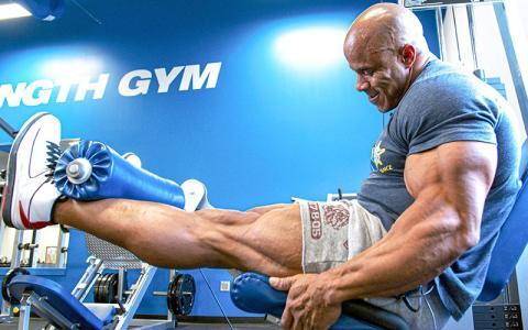 [Video] Victor Martinez's Massive Quad Day (Leg Workout)