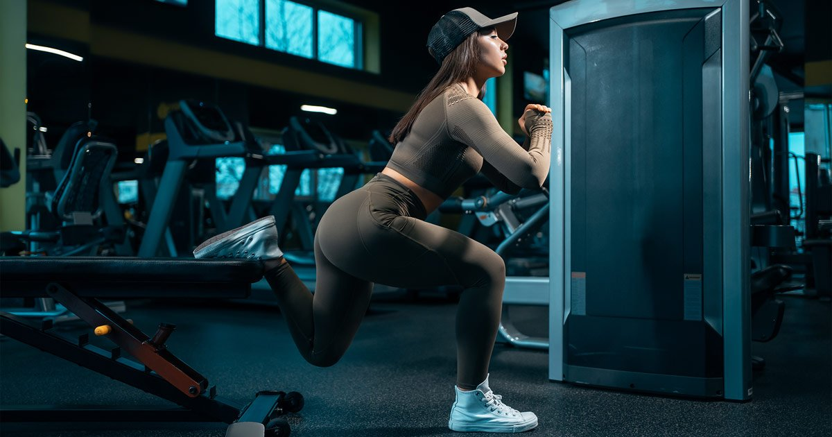 Woman doing glute workout in gym
